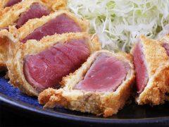 行列必至、レアなお肉が新感覚 東京で話題の牛かつ人気店